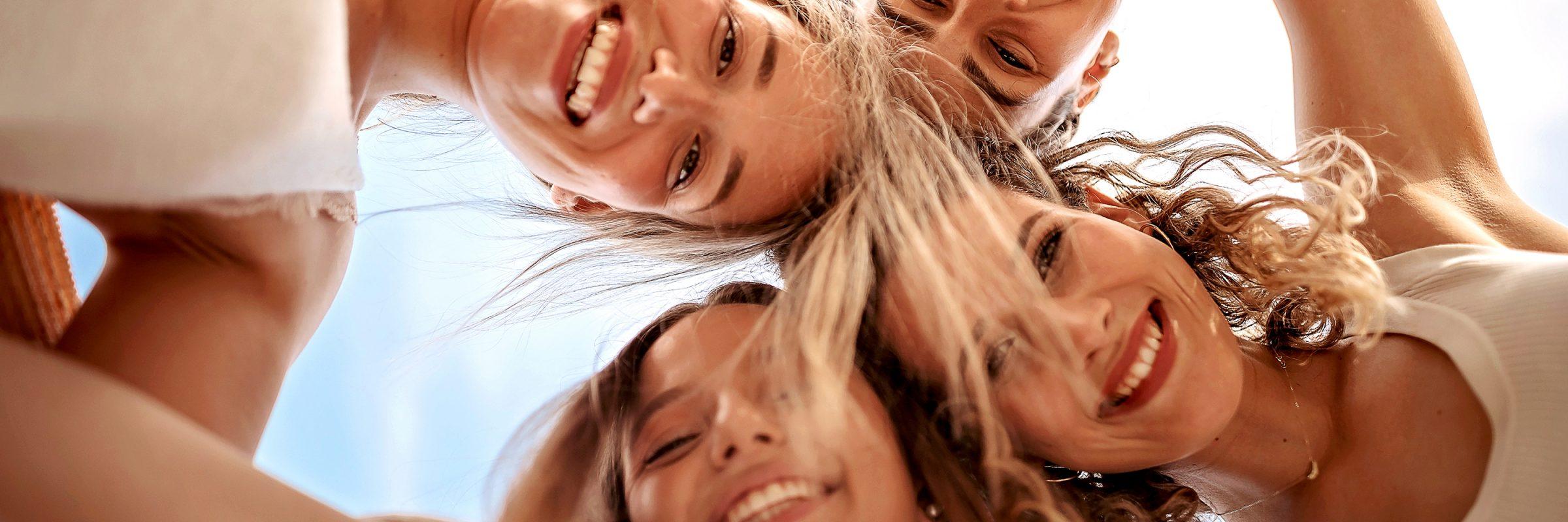 Frauengruppe im Kreis